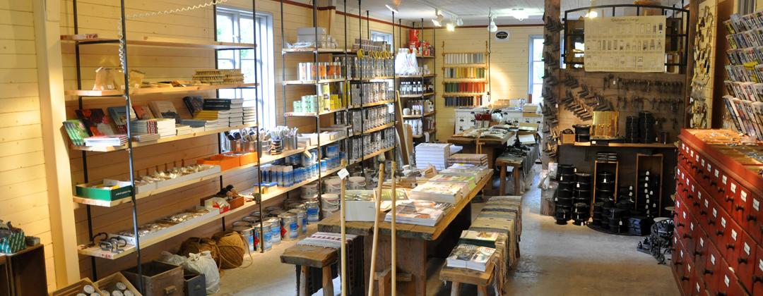 Vår fysiska butik i Gubbalyckan, Hanaskog, har öppet måndag-onsdag 8:00–12:00, torsdagar - fredagar 13:00–18:00. Webbshopen har dock alltid öppet.